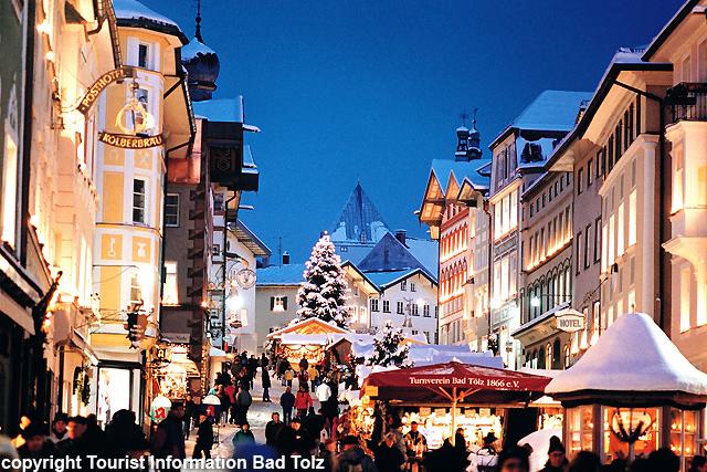 ミュンヘン発ノイシュバンシュタイン城とヴィース教会+バートテルツのクリスマスマーケット