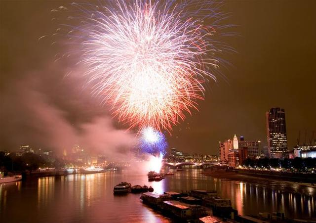 **2019年満席となりました** 新年のカウントダウンを船上で祝う!テムズ川大晦日スペシャルクルーズ【2019年12月31日限定】