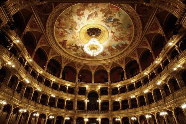 【みゅう】ブダペスト発 オペラ劇場ガイディングツアーと中央市場見学 ジェルボーでのティータイム付き