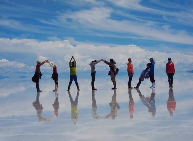 ウユニ塩湖1日ツアー 混載だから1名参加でも格安