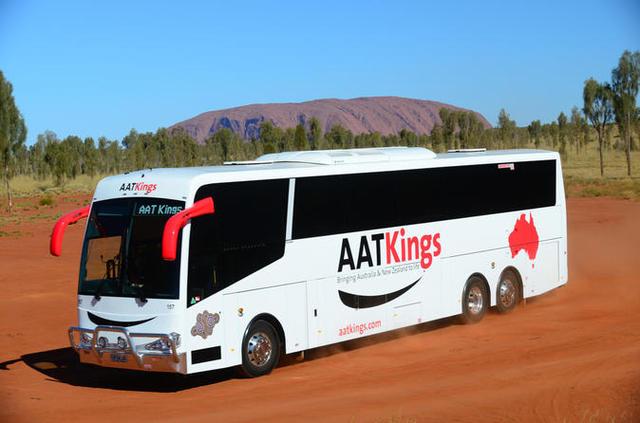 エアーズロック空港からエアーズロックリゾートまでの日本語ガイド付きバス送迎