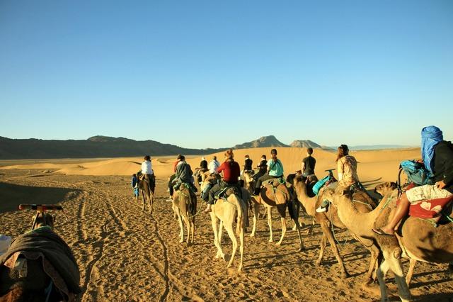マラケシュ発 サハラ砂漠1泊2日弾丸ツアー テント宿泊 キャメルライド付き