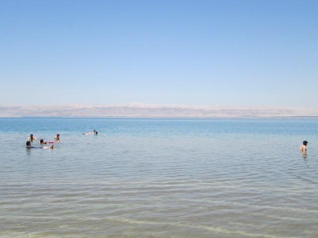 死海で浮遊体験 ホテル1泊分付[2日間/英語ドライバー]