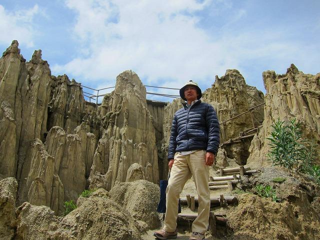 アンデス山脈に囲まれた首都ラパスから行く月の谷ツアー(半日)