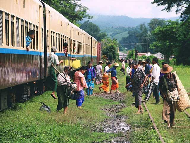 ヤンゴン環状線半日体験