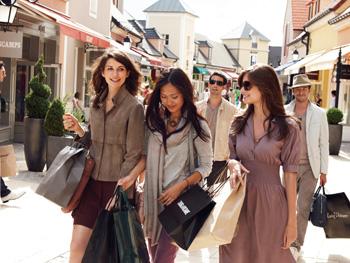 アウトレット「ラ・ヴァレ ヴィラージュ La Valée Village」ショッピングツアー