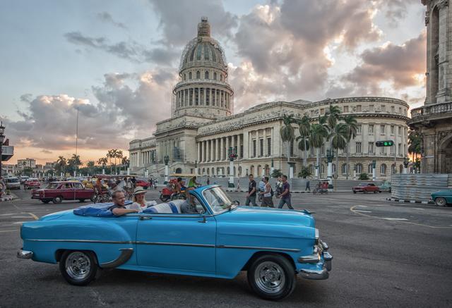 クラシックカーで楽しむハバナ観光‼