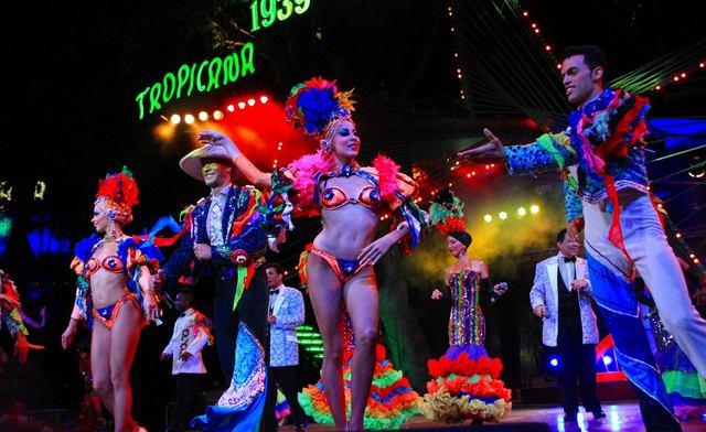 ハバナの熱い夜を飾る華やかなショー‼