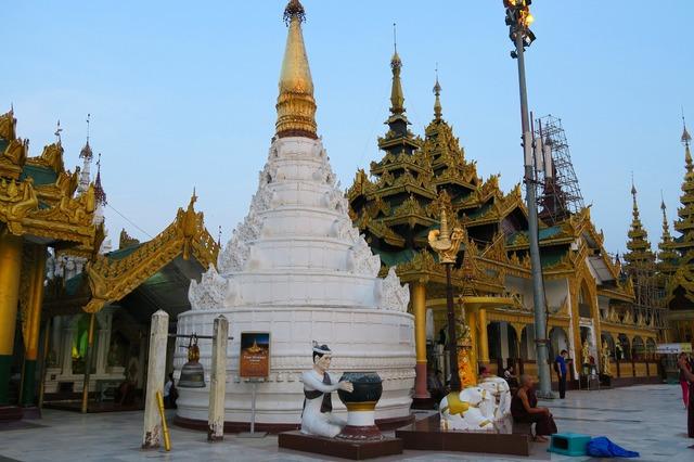 ミャンマーの首都ヤンゴン 2日間 [航空券 + 終日観光付き + 宿1泊] バンコク発