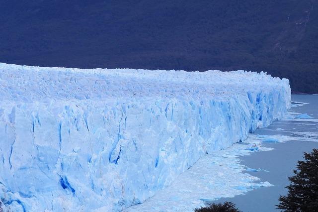 大迫力のペリト・モレノ氷河をボートで見に行こう!