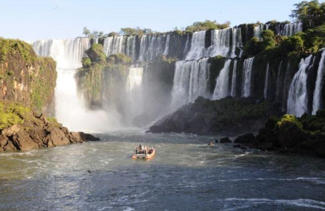 ボートに乗って、イグアスの滝を満喫!1日ツアー [アルゼンチン側]