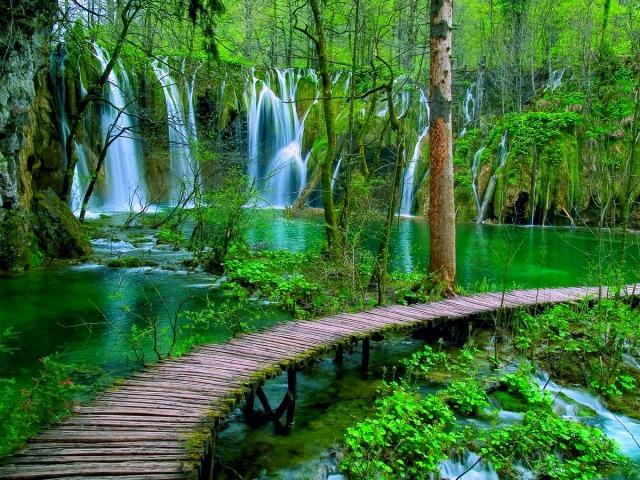 世界遺産 プリトヴィツェ湖群国立公園とラストケ村
