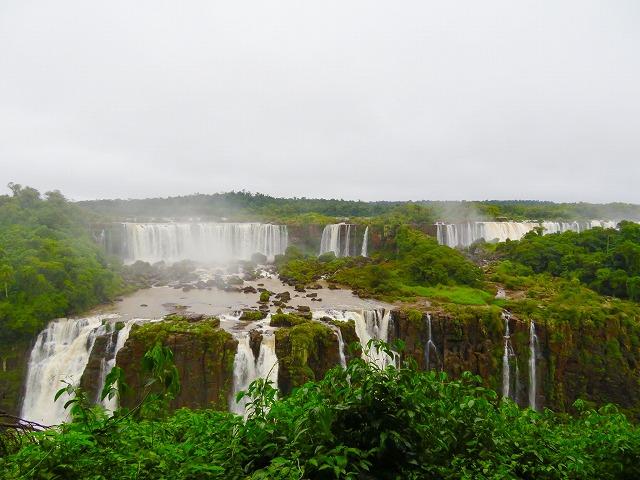アルゼンチン側とブラジル側を訪れる!イグアスの滝2泊3日パッケージ 【サンパウロ発着/ 航空券+フォスドイグアス2泊+現地ツアー/ 英語ガイド】