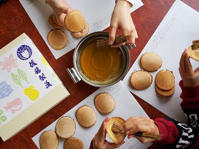 大分銘菓「臼杵煎餅」工場見学&手塗体験!【大分県臼杵市 】