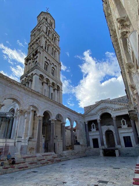 クロアチア政府公認観光ガイドがご案内!世界遺産スプリット散策プライベートツアー!【オンライン体験/Zoom利用 】